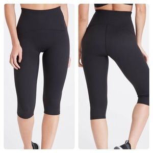 Spanx Black Booty Boost Active Knee Capri Leggings